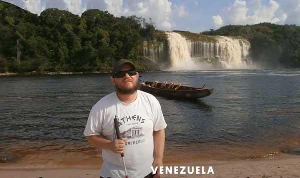 عکس گردشگر نابینا در ونزولا