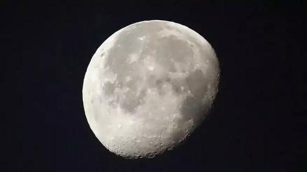 کشف آب روی ماه